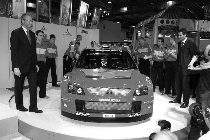 """owe """"cacko"""" Mitsubishi podczas prezentacji na targach w Essen."""