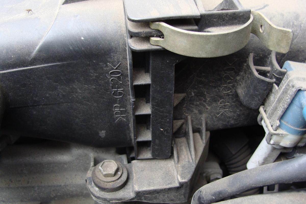 Połączenia typu zatrzaskowego praktycznie nie wymagają żadnej obsługi, ale ich szczelność słabnie wraz ze spadkiem sprężystości metalowego zaczepu. Fot. Maciej Fabijański