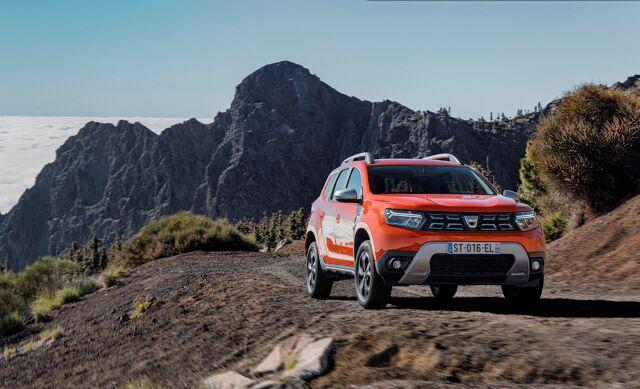Dacia Duster   Automatyczna klimatyzacja z cyfrowym wyświetlaczem, regulator prędkości z podświetlanymi przyciskami sterowania w kierownicy, podgrzewane przednie fotele i karta Keyless Entry są dostępne zależnie od wersji.  Fot. Dacia