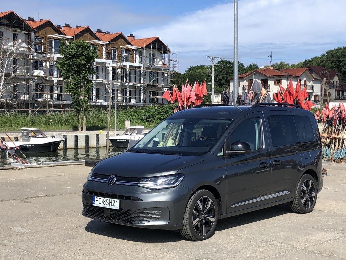 """Volkswagen Caddy to małe, uniwersalne autko, które może być zarówno """"roboczym"""" furgonem, jak i dość uniwersalnym kombivanem. Dziś przyjrzymy się tej drugiej wersji. Fot. Mark Horn"""