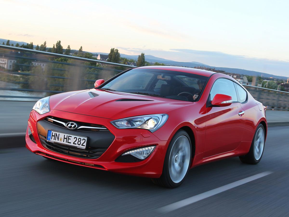 Hyundai Genesis Coupe  Auto zostało pokazane w 2008 roku, a pięć lat później zostało odświeżone. Pod maską Genesisa mgoła pracować 4-cylindrowa jednostka 2.0 l o mocy 210 KM lub motor V6 3.8 l oferujący 303 KM.  Fot. Hyundai