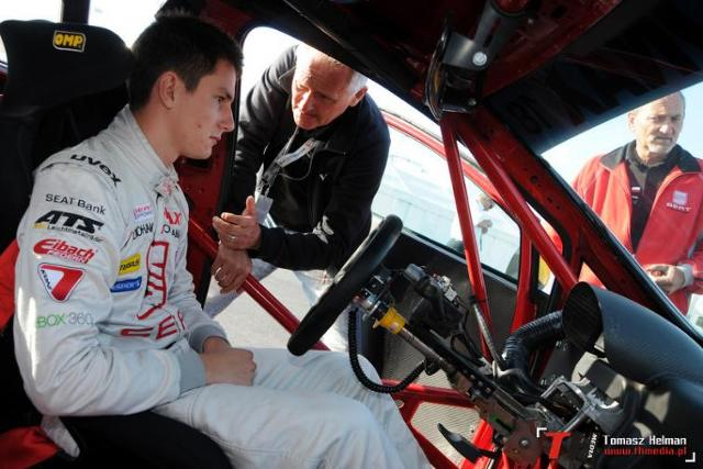 Młody i piekielnie szybki w VW Scirocco R-Cup 2011