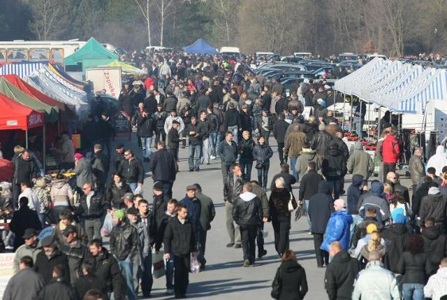 Giełdy samochodowe w Kielcach i Sandomierzu - ceny (28.03)