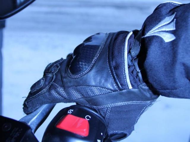 Zimowe rękawice dla motocyklisty