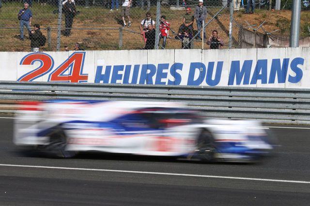 W najbliższy weekend na fanów szybkich samochodów czeka wielkie święto – 24-godzinny wyścig Le Mans. To jedna z największych i najstarszych imprez w świecie motorsportu. W tym roku na torze Circuit de la Sarthe zadebiutuje nowy bolid Toyoty – TS050 Hybrid / Fot. Toyota