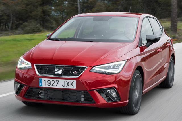 Obecna generacja Seata Ibizy jest obecna na rynku od 4 lat. Hiszpański krewniak Volkswagena Polo stanowi ciekawą ofertę w segmencie B. W Motofaktach sprawdzamy, którą jego wersję warto kupić z drugiej ręki. Fot. SEAT