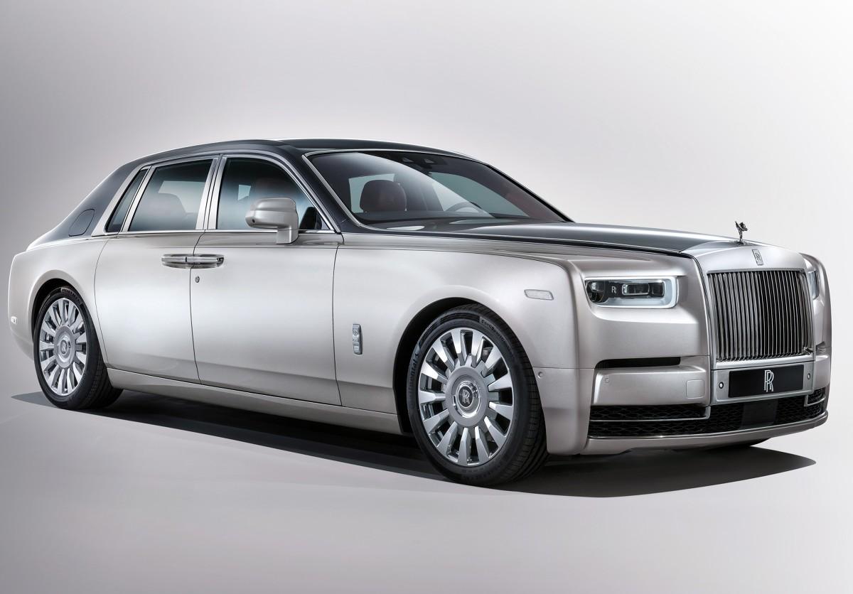 Rolls-Royce Phantom. Nowa odsłona luksusu  W świecie luksusowych samochodów czas płynie wolniej. Doskonałym przykładem jest Rolls-Royce Phantom, który był produkowany od 2003 r. W końcu jednak przyszedł czas na zmiany.   fot. Rolls-Royce