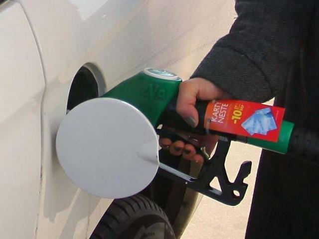 Ceny paliw w dół - poniżej pięciu złotych za litr oleju napędowego
