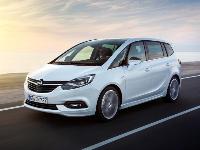 Opel Zafira   Zafira upodobni się do nowych modeli marki. Linia boczna pozostała bez zmian, ale przestylizowano przód oraz tył pojazdu. Zmieniono kształt zderzaka, świateł oraz grilla.  Fot. Opel