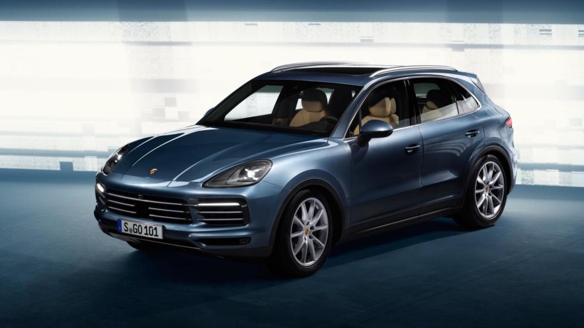 Porsche Cayenne   Początkowo nowa generacja Cayenne będzie posiadać benzynowe jednostki V6 i V8 turbo. W późniejszym okresiedo gamy trafią wariant hybrydowy plug-in oraz silnik wysokoprężny.  Fot. Porsche