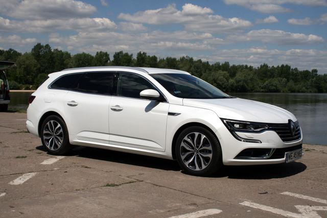 Renault Talisman Grandtour  Jeśli samochód ma długość ponad 4,8 m i nadwozie typu kombi, to jego bagażnik musi być pojemny. Tak jak w Talismanie Grandtour, bardziej funkcjonalnym od sedana i równie eleganckim.  Fot. Dariusz Dobosz