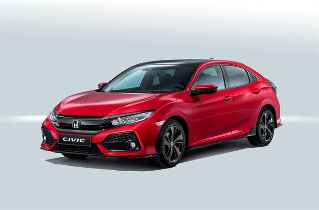 Honda Civic X   Podstawowe wyposażenie obejmuje m.in. tempomat adaptacyjny ACC system ostrzegania przed kolizją oraz system utrzymujący odległość między pojazdami. Podstawowy wariant wyposażono również w światła do jazdy dziennej LED, spryskiwacze reflektorów i system Start/Stop.   Fot. Honda