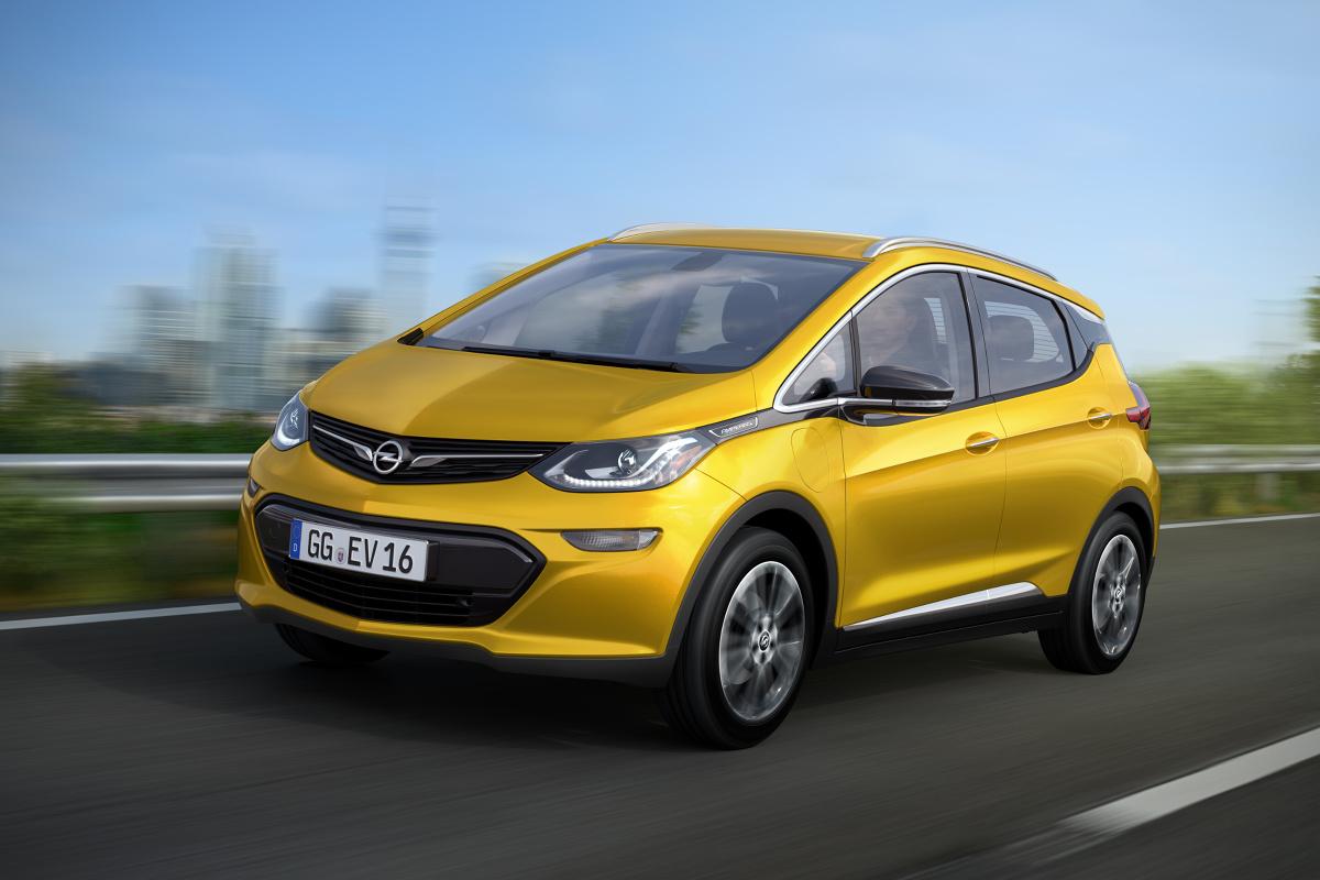 W przyszłym roku Opel wprowadzi na rynek nowy samochód elektryczny zasilany akumulatorami. Niemiecka firma planuje zatem kontynuację największej ofensywy modelowej w swojej historii, w ramach której w latach 2016–2020 zaoferuje 29 nowych modeli / Fot. Opel