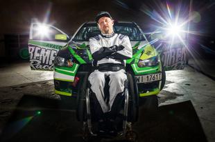 Złamał kręgosłup, jeździ 390-konnym Lancerem, chce inspirować innych