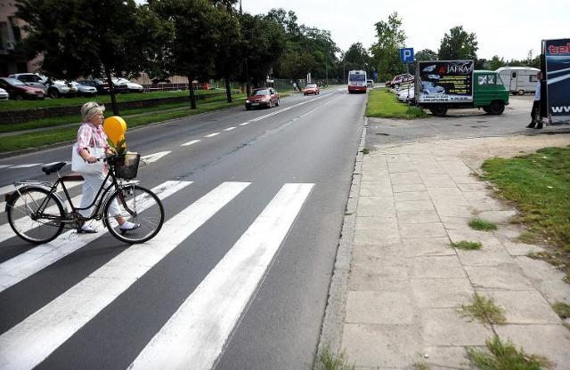 Szczecin: Kierowcy zyskają dwa pasy, piesi stracą przejście