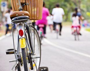 Jakie regulacje rządzą ruchem kierowców, pieszych i rowerzystów?