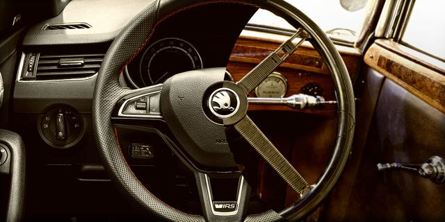 U zarania dziejów motoryzacji, kierownica nie była oczywistym wyborem: pierwsze pojazdy sterowało się z pomocą dźwigni lub korby. Kierownice pojawiły się pod koniec XIX wieku i od tego czasu przeszły ogromną przemianę w zakresie materiałów, z których są wykonane i funkcji, które mogą spełniać  Fot. Skoda