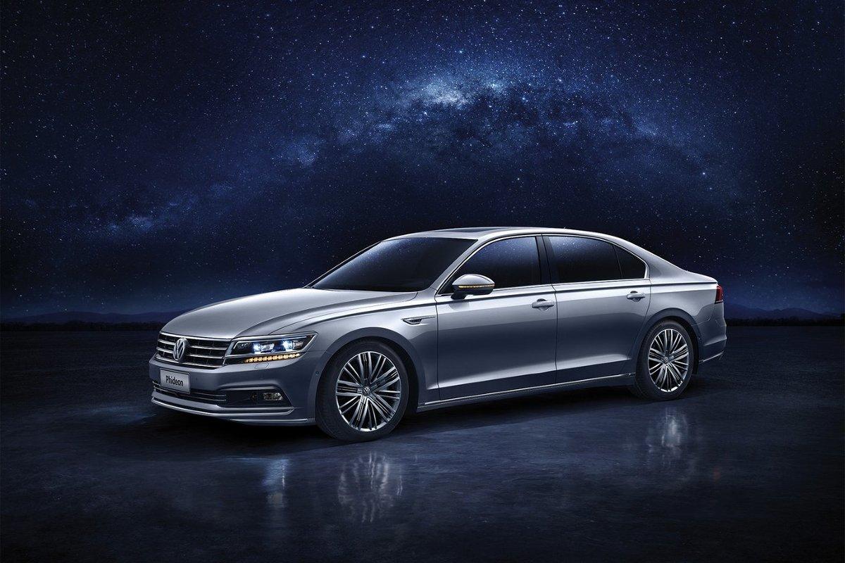 Pod maską pracuje benzynowy silnik V6 o pojemności 3.0 l. Jednostka dostarcza 300 KM oraz 400 Nm / Fot. Volkswagen