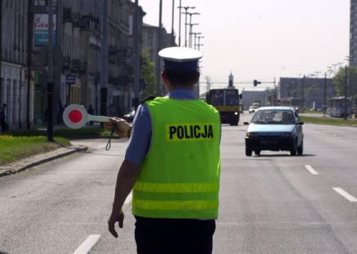 Fot. Krzysztof Szymczak: Uzyskanie 24 punktów karnych powoduje utratę prawa jazdy. Wbrew pozorom, taką liczbę można zebrać błyskawicznie – o ile zostaniemy ukarani przez policjanta.