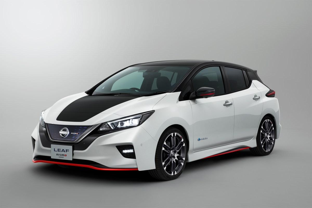 Nissan Leaf Nismo Concept   Zasięg nowego Nissana Leaf wydłużył się do 378 km (wg nowego europejskiego cyklu jazdy NEDC) na jednym ładowaniu. Dla tych, którzy chcieliby pokonywać jeszcze dłuższe trasy bez wizyty na stacji ładowania, Nissan wprowadzi do sprzedaży pod koniec przyszłego roku droższą wersję, o zwiększonej mocy i większej pojemności akumulatorów. Wersja ta będzie zapewniała jeszcze większy zasięg, odpowiadając na potrzeby jeszcze bardziej wymagających klientów.  Fot. NIssan