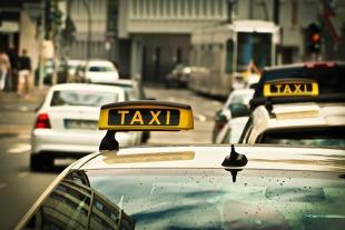 Koronawirus w Polsce. Ile osób może jechać taksówką?