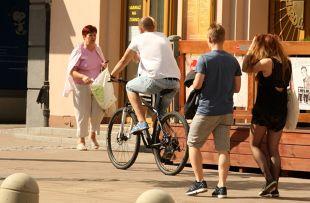 Obowiązki rowerzystów. Kiedy rowerzysta może korzystać z chodnika?