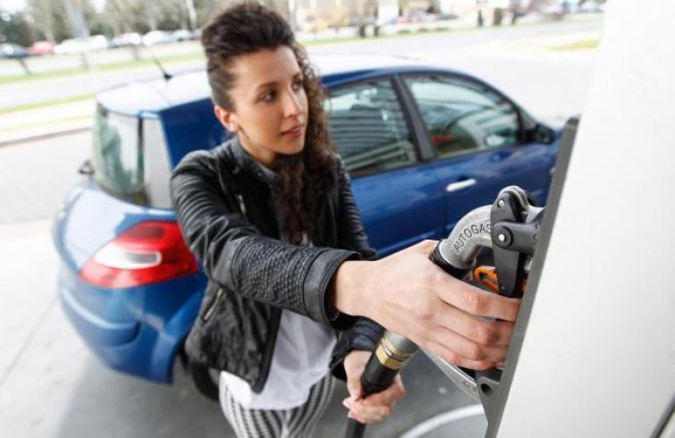 W ciągu tygodnia w sprzedaży hurtowej paliw w polskich rafineriach mieliśmy do czynienia z tąpnięciem w przypadku benzyn /  Fot. Krzysztof Kapica
