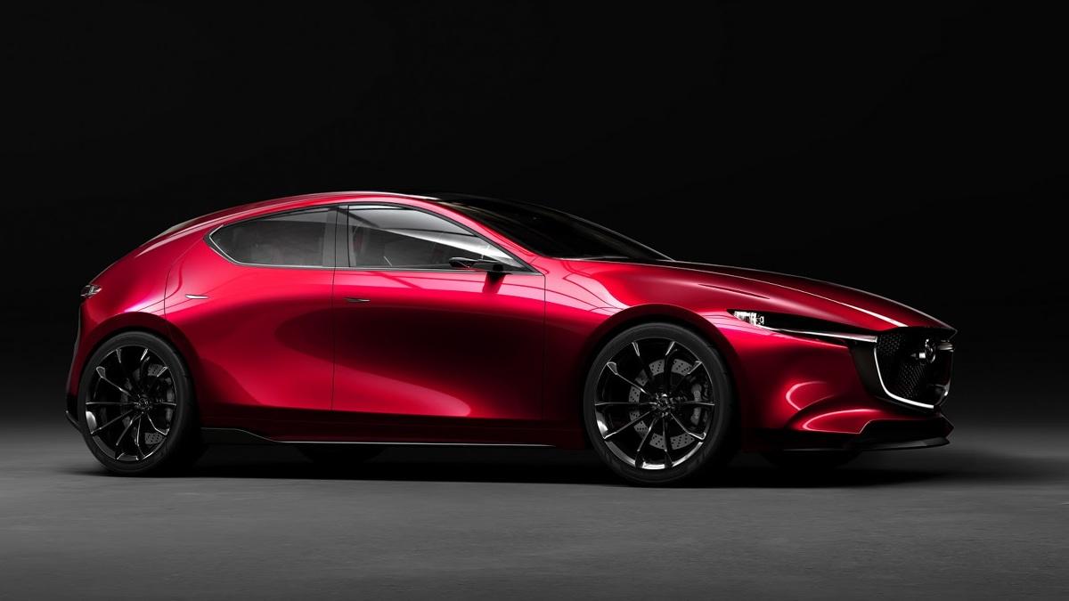 Mazda Kai Concept   Pod względem stylistycznym możemy zaobserwować rozwój filozofii KODO. Zrezygnowano z przetłoczeń na bokach karoserii. Uwagę zwraca także szeroki tylny słupek oraz okrągłe końcówki układu wydechowego.  Fot. Mazda