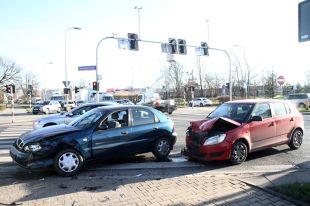 Kolizja na drodze. Jak zgłosić szkodę ubezpieczycielowi?