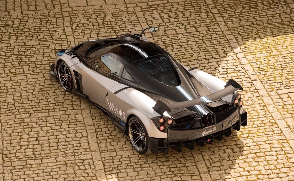 TOP10: Najdroższe samochody współczesne  10. Pagani Huayra BC  Cena: 2 300 000 euro  Silnik: 6.0 V12, 789 KM  Prędkość maksymalna: b.d.  Przyspieszenie 0-100 km/h: 2,3 s  Fot. Pagani