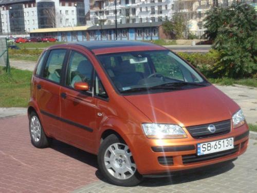 Fot. Bartłomiej Bałdyga: Fiat Idea nie przypomina starszej siostry Multipli - jest od niej zgrabniejszy i dużo ładniejszy.