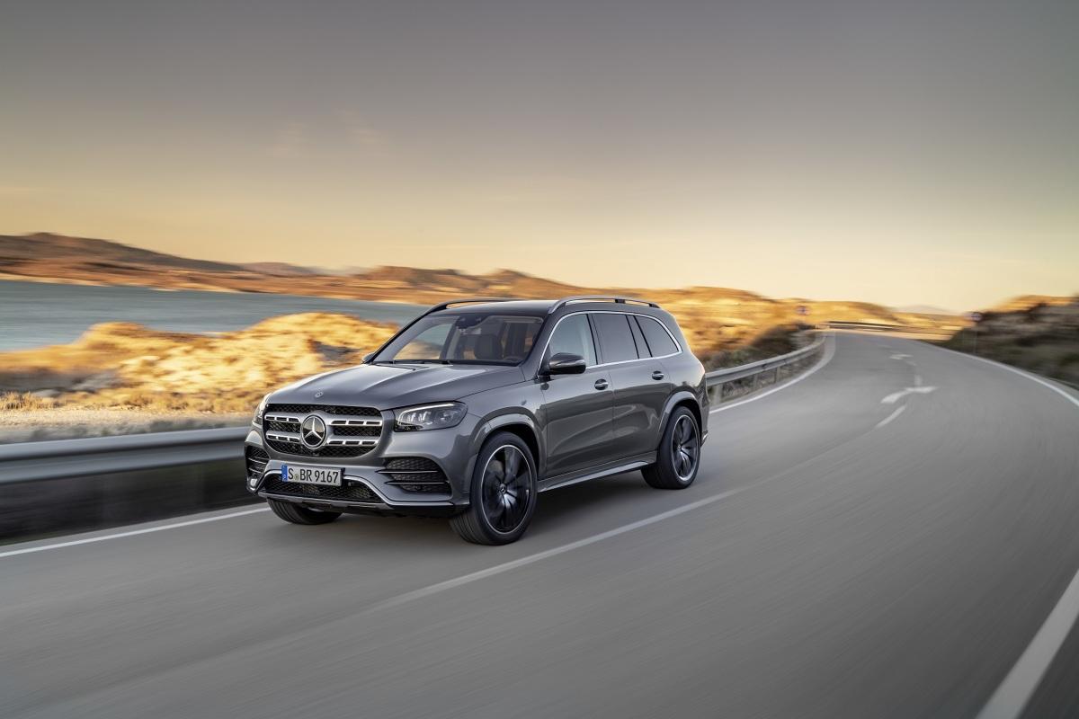 Mercedes GLS   Nowy Mercedes-Benz GLS to największy luksusowy SUV spod znaku trójramiennej gwiazdy. Nowością jest m.in. zelektryfikowany silnik V8 z układem EQ Boost.    Fot. Mercedes