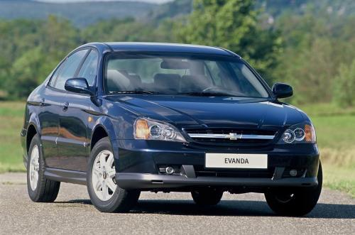 Chevrolet Evanda jest unowocześnioną wersją dawnego Daewoo Leganza. To obszerny pojazd o dobrej dyna