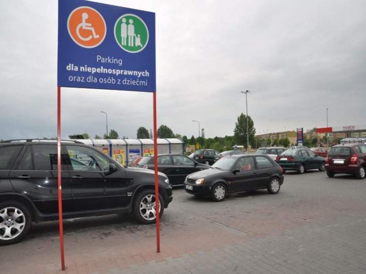 500 złotych! Mandat dla inwalidki, która zaparkowała w miejscu dla niepełnosprawnych