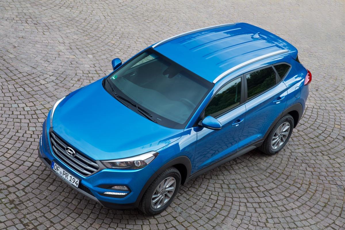 Niebawem do salonów trafi nowy Hyundai Tucson. To dobry moment, by rozejrzeć się za używanym egzemplarzem trzeciej generacji, która właśnie schodzi ze sceny. W Motofaktach spróbujemy odpowiedzieć na pytanie, którą wersję koreańskiego SUV-a najlepiej wybrać.  Fot. Hyundai