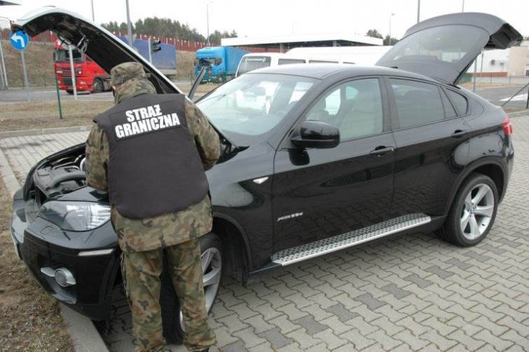 Kradzione BMW X6 zatrzymane na przejściu granicznym