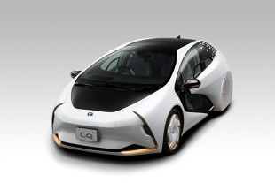Toyota LQ. Porozmawia z kierowcą i oczyści powietrze