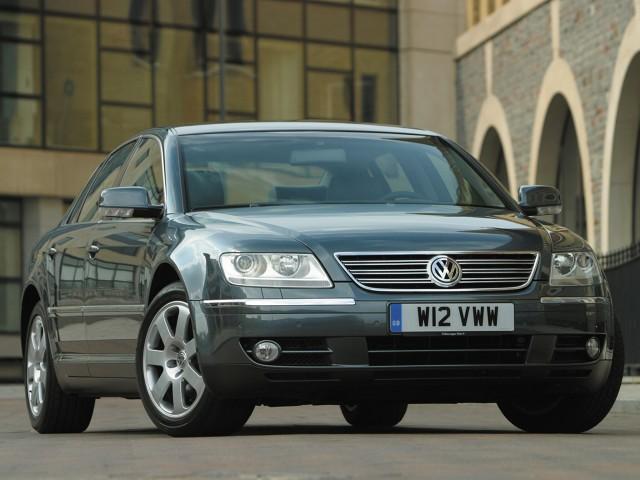 Auto było produkowane od 2002 roku. W 2011 roku auto wycofano za sprzedaży w Polsce natomiast na rynku amerykańskim oferowano go w latach 2004 - 2006 i ponownie od 2009 roku. W 2010 roku wprowadzono pojazd na rynek chiński. Nazwa Phaeton pochodzi z mitologii greckiej od imienia syna Boga słońca Heliosa / Fot. Volkswagen