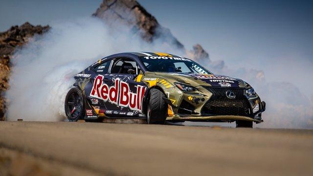 W ubiegłym roku drifter Ahmad Daham i oficjalny dystrybutor Lexusa w Zjednoczonych Emiratach Arabskich pokazali światu wyjątkowe auto – sportowe coupé RC F w ekstremalnej wersji do driftu. Samochód imponował mocą i poziomem zaawansowania, ale w tym roku zawodnik sponsorowany przez Red Bulla i jego ekipa postanowili podnieść poprzeczkę wyżej. Tak powstał jeszcze mocniejszy i jeszcze lżejszy Lexus RC F w driftingowej specyfikacji. Przyglądamy się detalom nowego projektu. A te robią wrażenie!  Fot. materiały prasowe