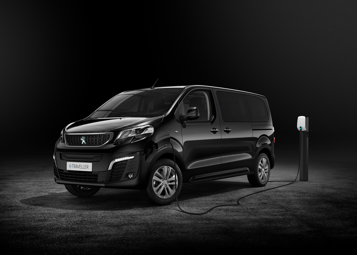 Peugeot e-Traveller  Nowy Peugeot e-Traveller jest dostępny w wielu konfiguracjach przystosowanych do przewozu osób. Do wyboru są dwie pojemności baterii i trzy długości nadwozia.   Fot. Peugeot