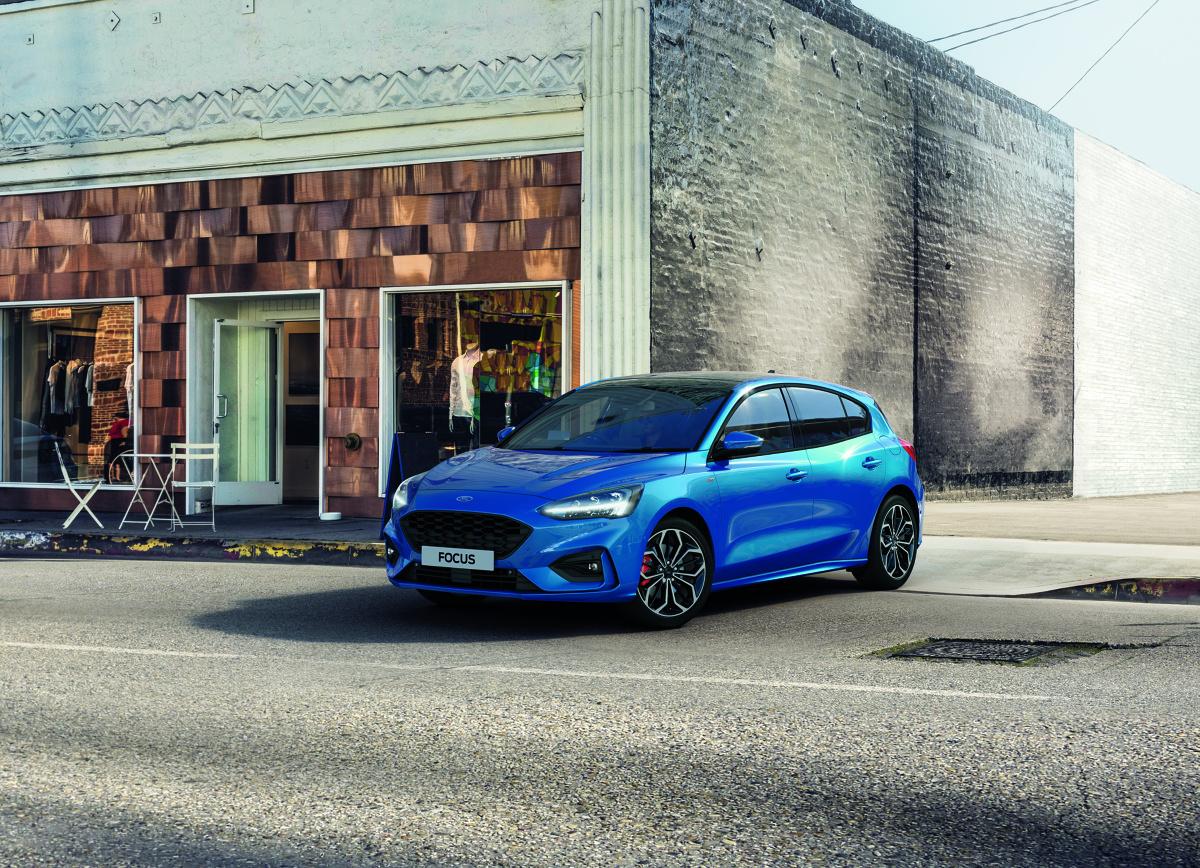 Ford Focus   Ford wprowadza układ napędowy EcoBoost Hybrid dla Focusa; 48-woltowa miękka hybryda oraz system dezaktywacji cylindra poprawiają oszczędność paliwa oraz osiągi.   Fot. Ford