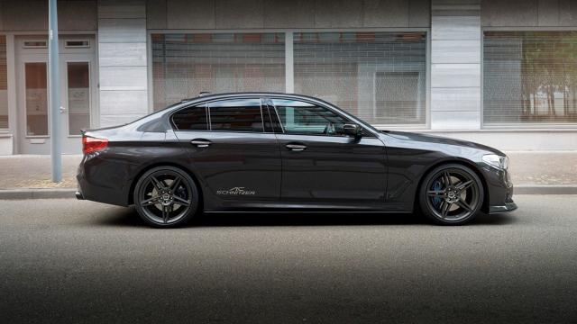 BMW Serii 5   3-litrowy, benzynowy silnik generujący dotychczas moc 340 KM, po zmianach dysponuje mocą 400 KM. Moc 3-litrowego silnika wysokoprężnego wzrosła natomiast z 315 KM do 365 KM. Niestety osiągi nie zostały podane.   Fot. AC Schnitzer