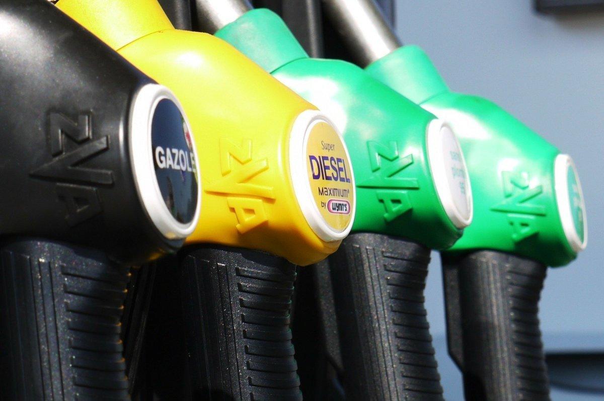 Trwające od maja nieprzerwane podwyżki cen paliw na stacjach niestety zagościły na nich na dobre. Na szczęście na przestrzeni ostatnich kilku dni benzyna Pb95 i olej napędowy podrożały tylko nieznacznie. Fot. Pixabay.com