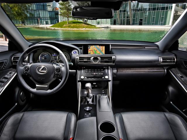zdjęcie Lexus IS 300h