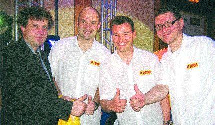Fot. Maciej Polny: Podczas prezentacji zespołu w Warszawie, od lewej: prezydent Sopotu Jacek Karnowski, Krzysztof Groblewski, Stefan Karnabal i Marcin Zachowicz.