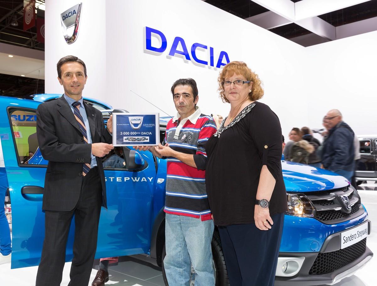 Hiszpański klient odbiera trzymilionową Dacię, fot. Renault