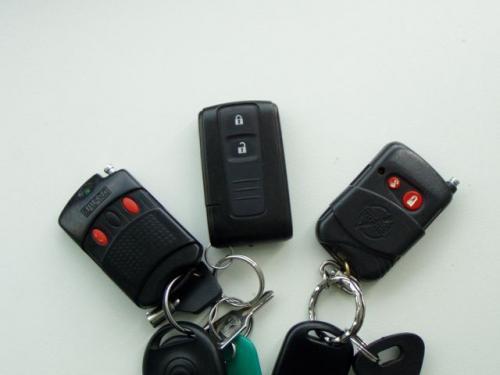 Co roku warto zmieniać baterie w pilocie alarmu lub kluczyku z immobiliserem. Brak prądu może oznaczać unieruchomienie pojazdu.