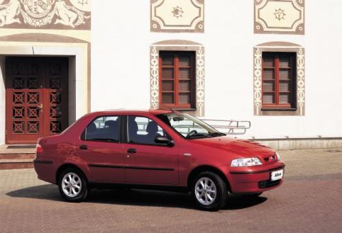 Fot. Fiat: Albea to propozycja Fiata dla mniej zamożnych rodzin. Największą atrakcją tego auta jest duży bagażnik o pojemności 515 l.