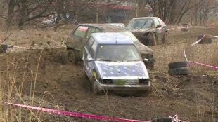 Wrack Race Silesia. Wartość tych aut można podwoić tankując do pełna