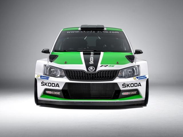 Skoda Fabia R5 Rally Car  Budowa każdej z rajdówek zajmuje mechanikom Skody 10 dni. Fabia R5 Rally Car jest wykonywana ręcznie przez specjalnie wyszkolonych pracowników. Pomijając trwający półtora tygodnia montaż, auto nadal wymaga prac związanych z lakierowaniem nadwozia i nadawaniem mu barw drużynowych.  Fot. Skoda